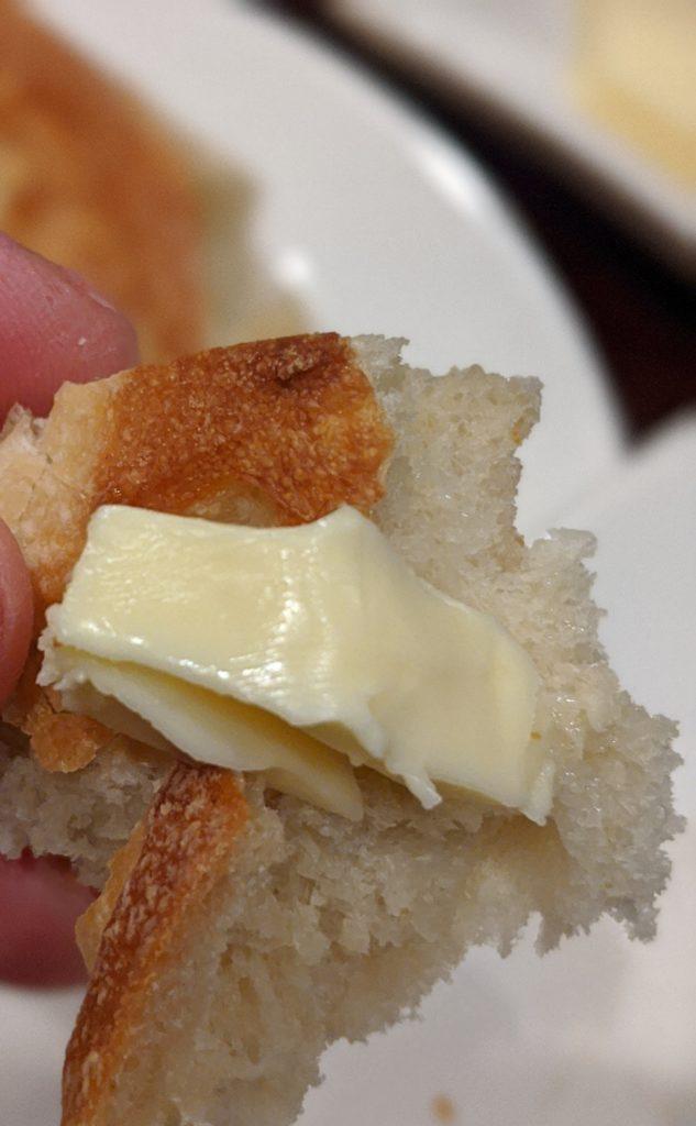 ルラションランチでパンを頂きます