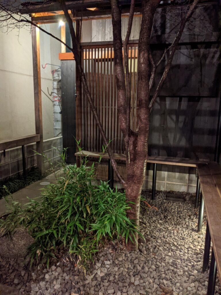 和醸良すがりラーメン中庭